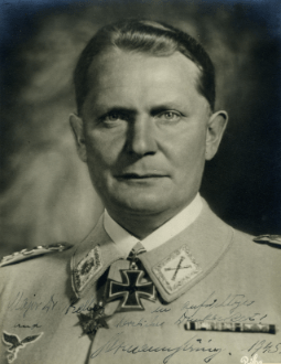 The portrait that Göring signed to Kelley.